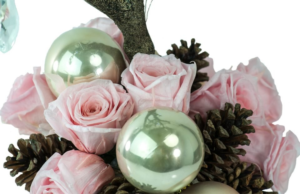 Christmas centerpiece-with-pink-infinity-roses