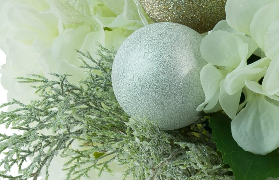 white-Christmas-centerpiece