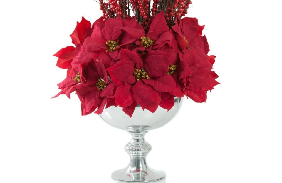 Red-ilex-berries-Christmas-centerpiece