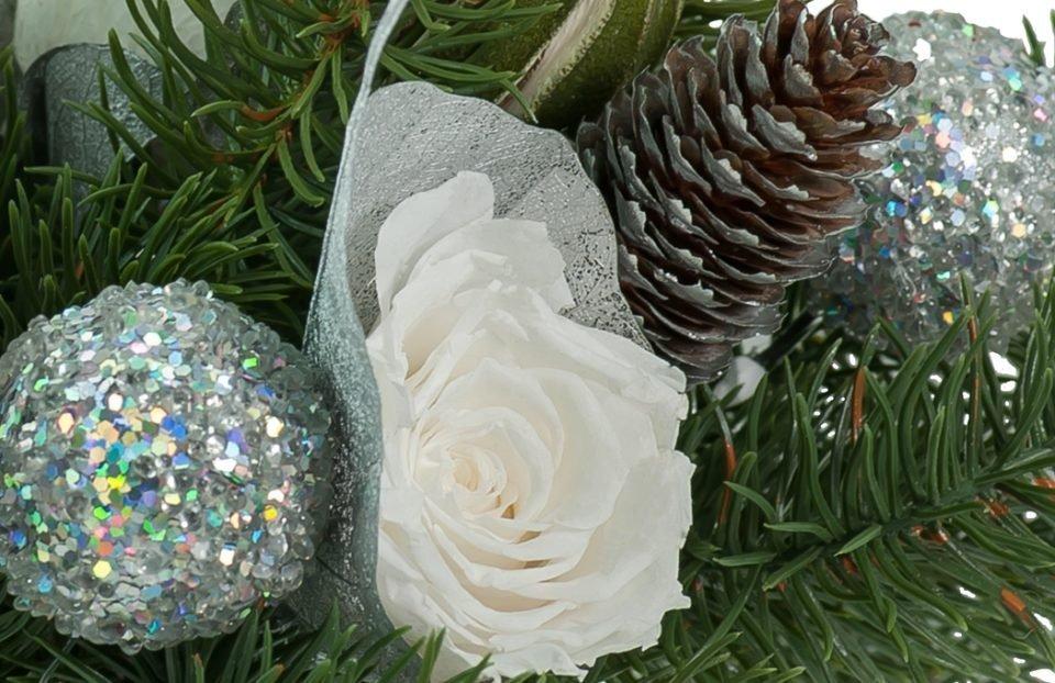 Christmas-centerpiece-in-silver-vase